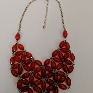 Jewelry - Gold Tone Flower Necklace